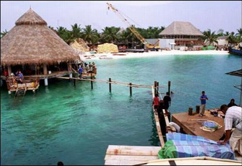 Единственный в мире подводный ресторан на Мальдивах.