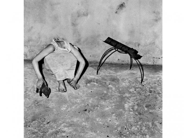 Чёрно-белый сюрреализм