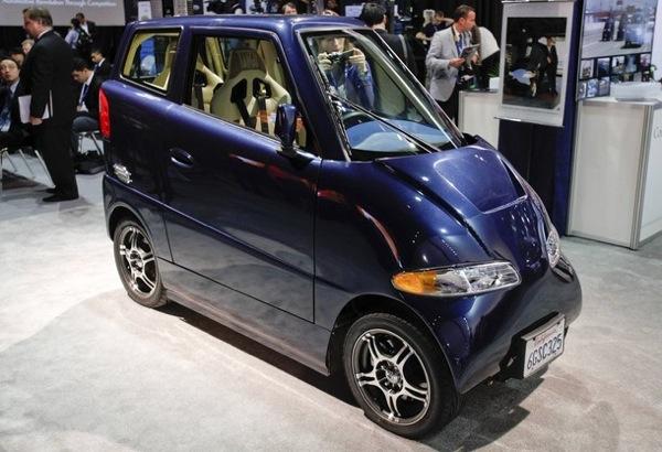 Самый узкий автомобиль в мире Commuter Cars Tango.