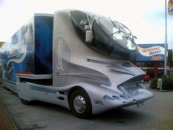 Футуристический грузовик