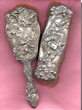 Дамские штучки из серебра компании Unger Brothers.