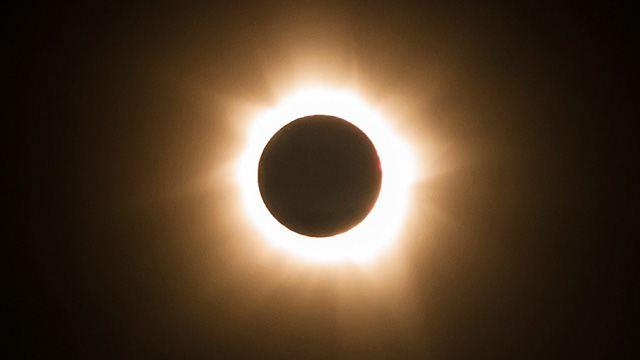 Полное солнечное затмение 1 августа 2015 года.