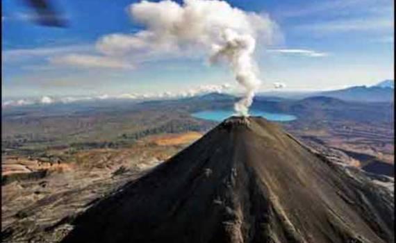 Извержение вулкана на Курилах