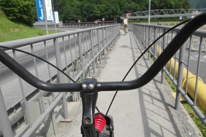 Перед въездом под мост проверь высоту машины