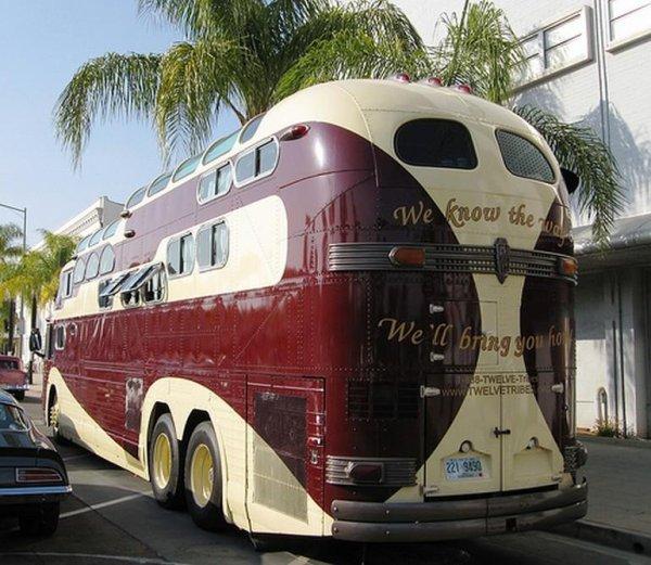 Почти трёхэтажный автобус