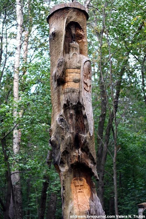 Лесные статуи