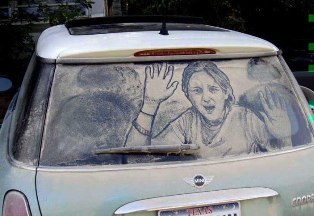 Рисунки на грязных стеклах.