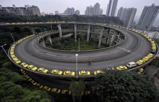 Тяжела и неказиста жизнь китайского таксиста