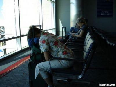 Когда до самолёта ещё 6 часов и нестерпимо хочется спать..