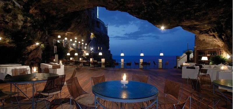 Гостиница в скале