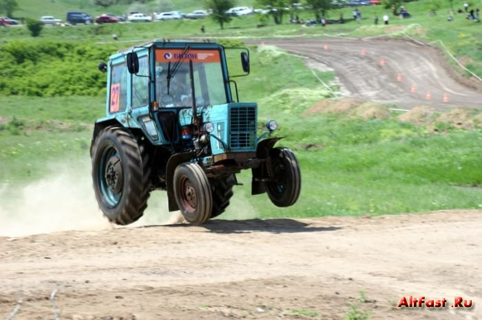 Гонка на тракторах