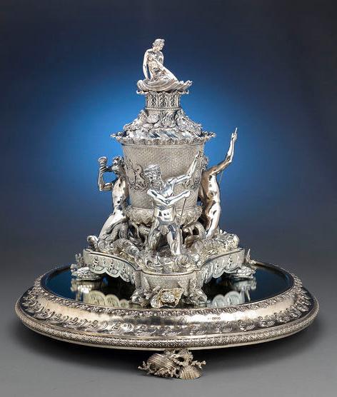 Старинное столовое серебро.