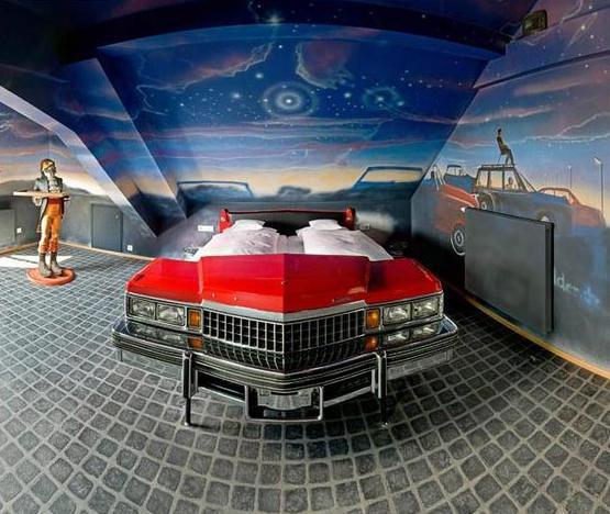 Гостиница для любителей автомобилей.