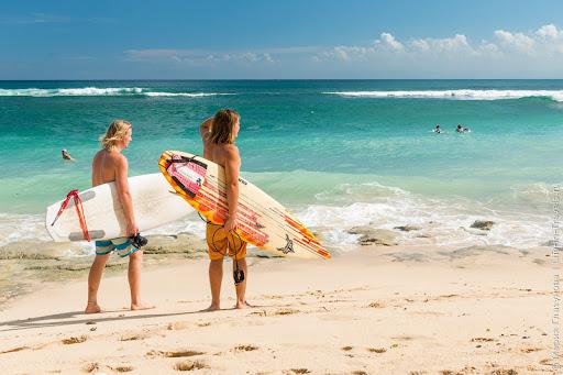 Море, волны, рай для серфинга