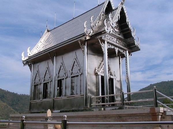Храм из нержавеющей стали в Тайланде