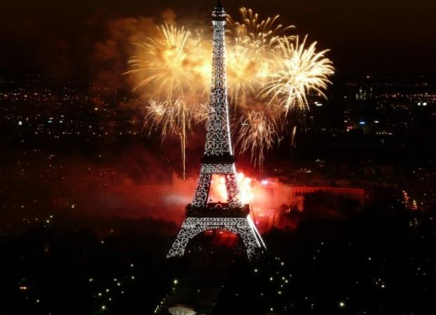 Фейерверк в Париже